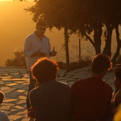 A MEJDI tour guide speaking to a group of tourists.